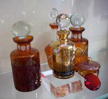 Al Qurashi, Knightsbridge, display bottles 01