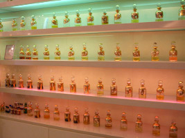Al Qurashi, Knightsbridge, essential oil jars 01