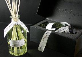 Saint Parfum reed diffuser