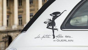 The Fiat 500 La Petite Robe Noire by Guerlain, outside of car
