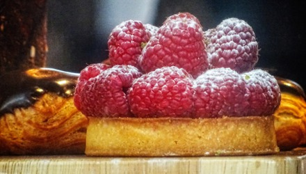 Sugared Raspberry Cake